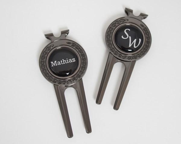 """Pitchgabel """"Fairway"""" + Marker mit VORNAMEN oder INITIALEN, metallic-schwarz"""