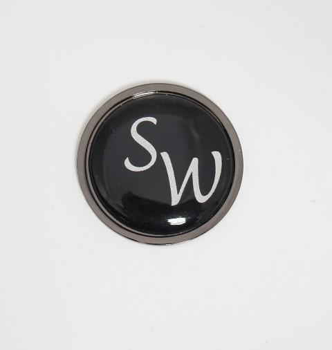 Golfball-Marker metallic-schwarz mit INITIALEN